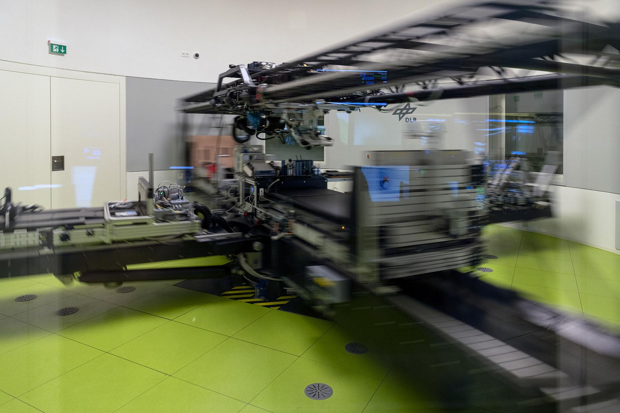 Pressetermin im :envihab des Deutschen Zentrums für Luft- und Raumfahrt an der Kurzarmzentrifuge