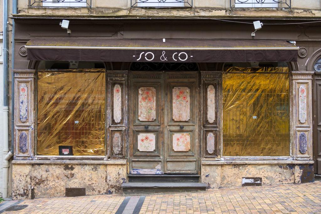 Bereits seit längerer Zeit aufgegebenes Geschäft in Autun / Burgund