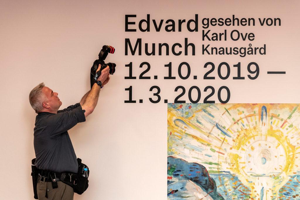 Fotograf Oliver Langel am 11. Oktober 2019 bei der Eröffnung der Ausstellung des norwegischen Künstlers Edvard Munch in der Kunstsammlung K20 in Düsseldorf