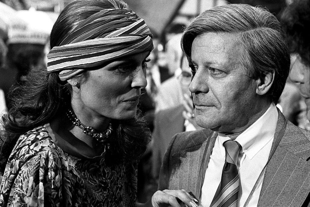 Helmut Schmidt und Daliah Lavi beim Schaubudenfest der Vertretung Hamburg am 15. Mai 1976 in Bonn