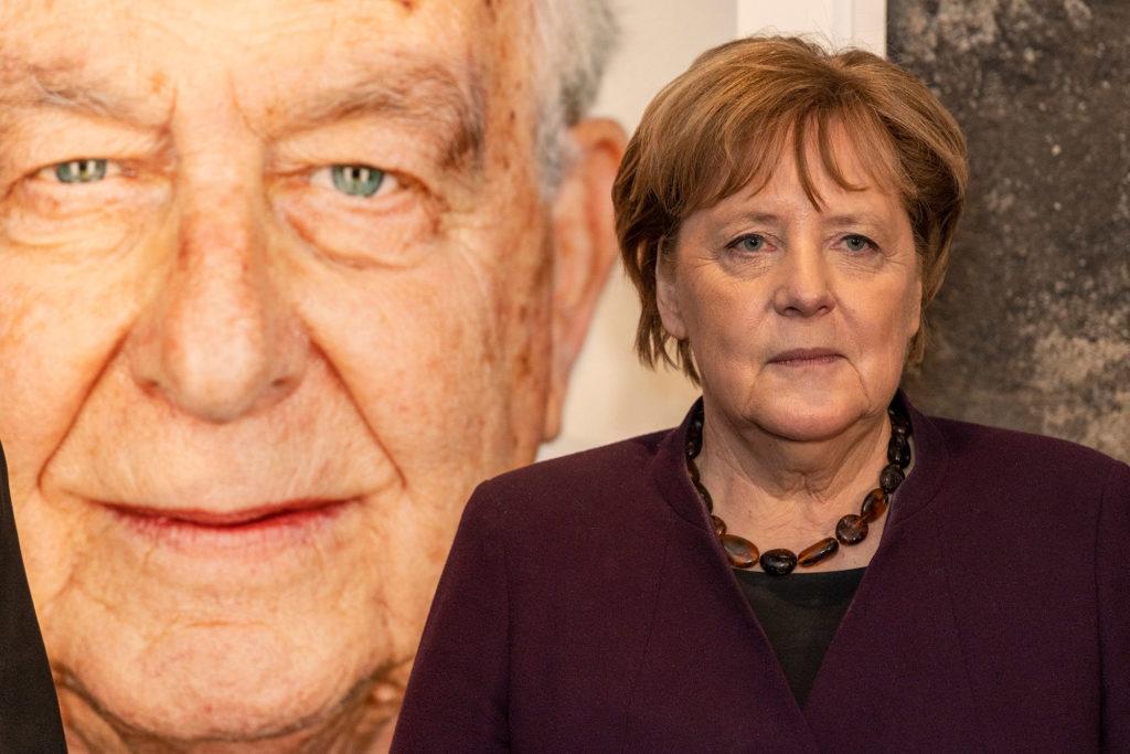 Bundeskanzlerin Angela Merkel in der Kokerei des Zollvereins Essen, wo sie der Eröffnung der Ausstellung des Fotografen Martin Schöller, der in Israel 75 Überlebende des Holocaust abgelichtet hatte, beiwohnte.