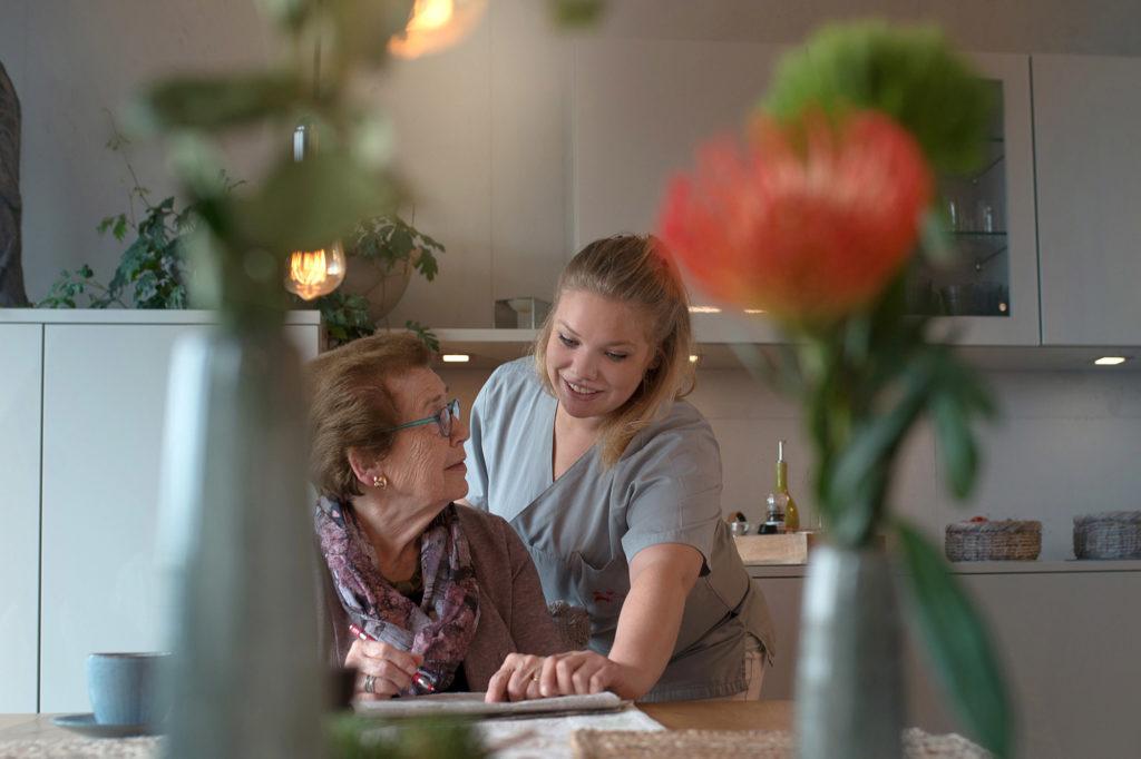 Pflegerinnen und Pfleger haben einen schönen und fordernden Beruf